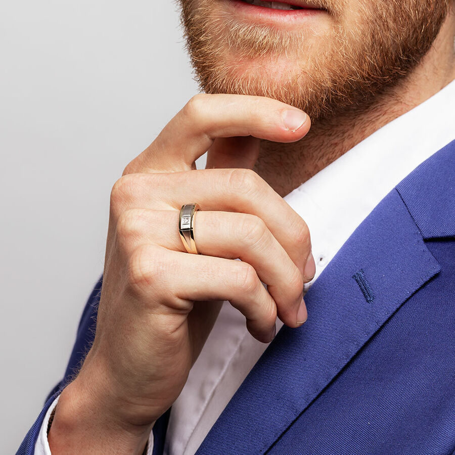 Men's Ring with a Diamond in 10ct Yellow Gold