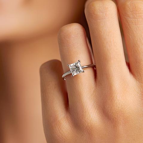 New Fenix laboratory-created diamond solitaires